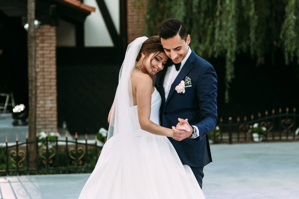 Lovely First Dance Of The Married Couple