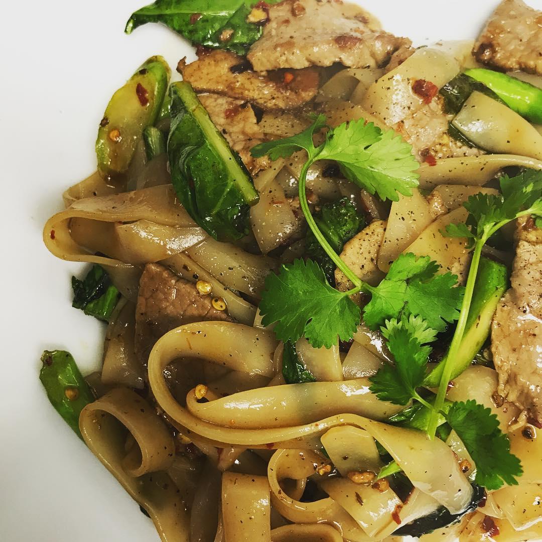I M Broccoli He S Noodles Yai S Thai Kitchen
