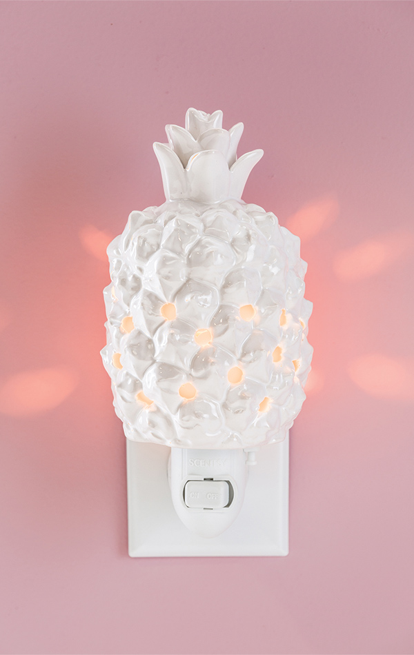 queen-pineapple-scentsy-mini-warmer.jpg