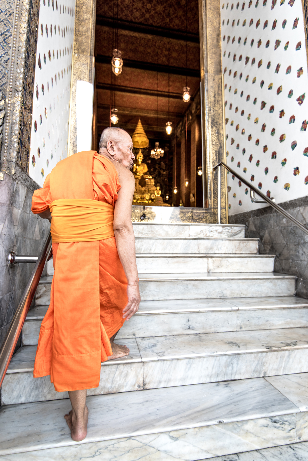 Monk at Wat Po.jpg