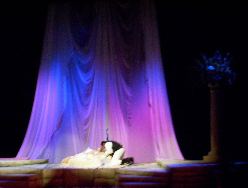 Othello-Desd-bed.JPG