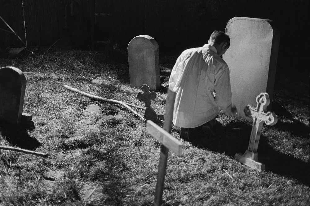 Building the Graveyard Set