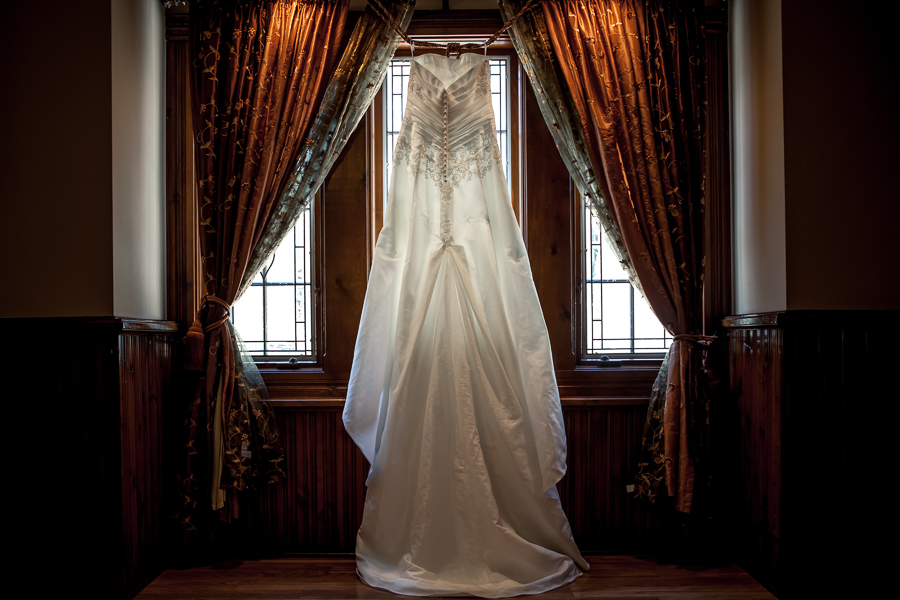 WEDDING DRESS GRAND TRADITION
