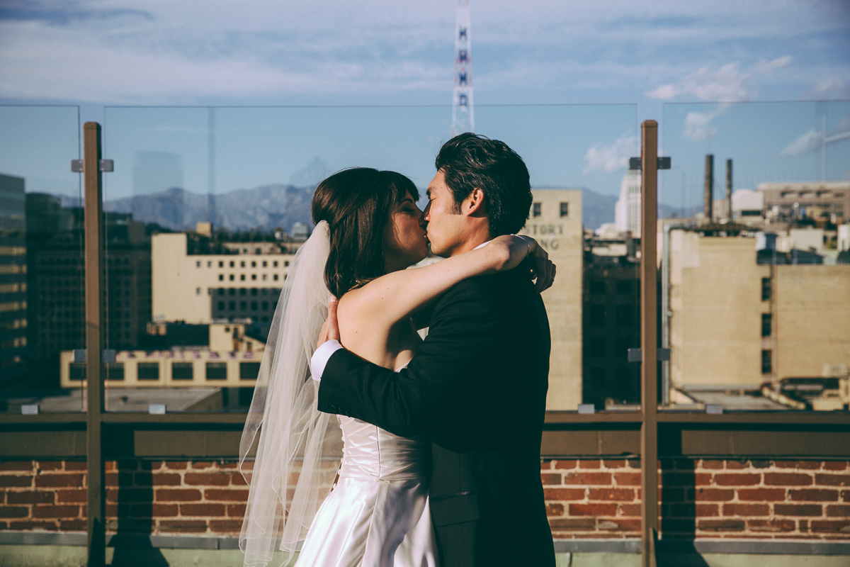 Bride and Groom kissing in Los Angeles, Leaf Wedding Photography