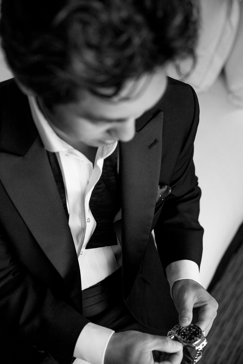 Groom getting ready at Loft Seven Los Angeles, wedding Photograpjy
