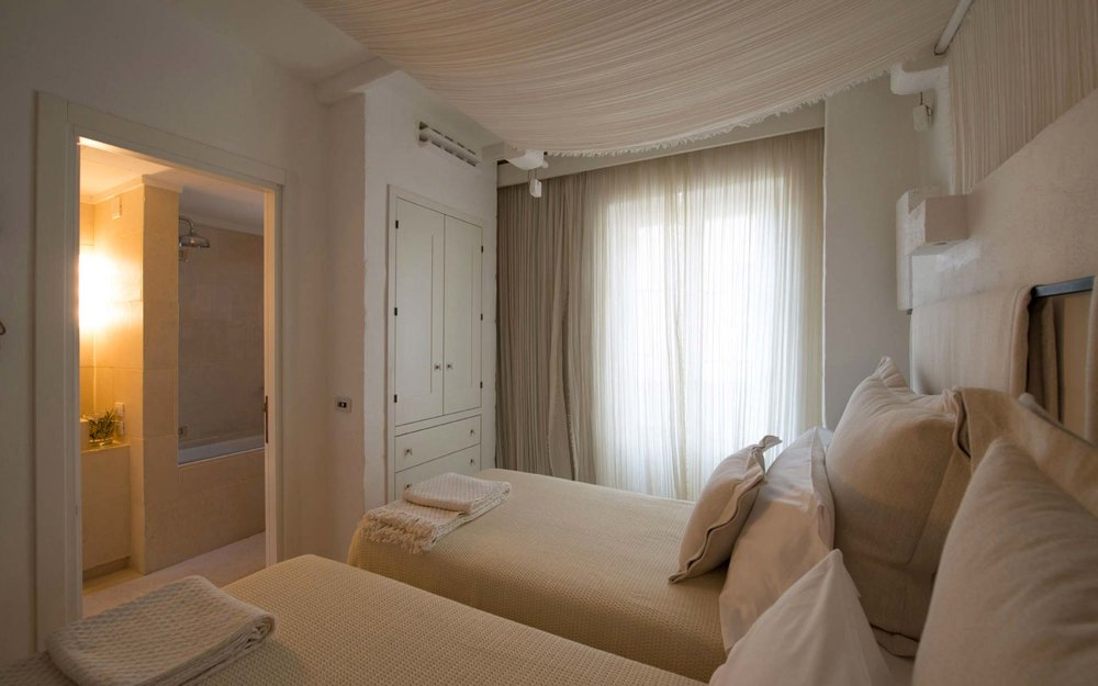 PACKAGE 3 - DOUBLE SUITE  Features: Based on Double Occupancy