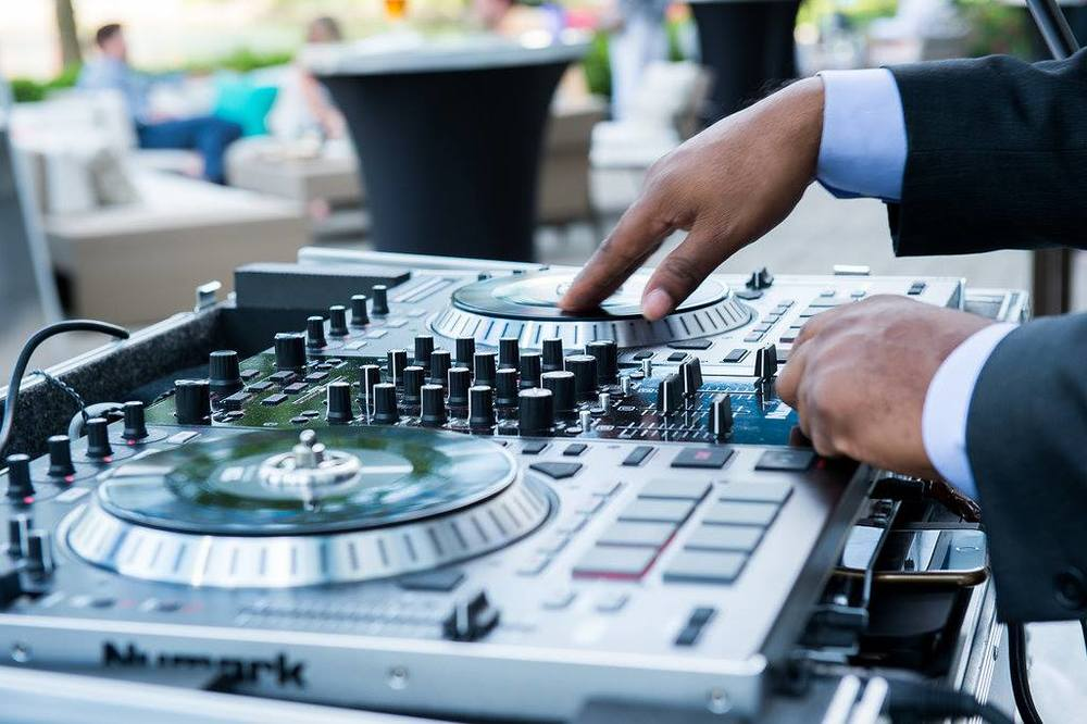 DJ Perfect spins at Savor at the lake.jpg