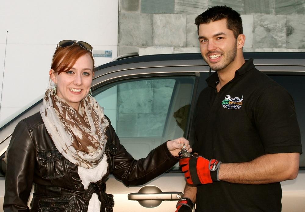 Man-handing-over-car-keys-007.jpg