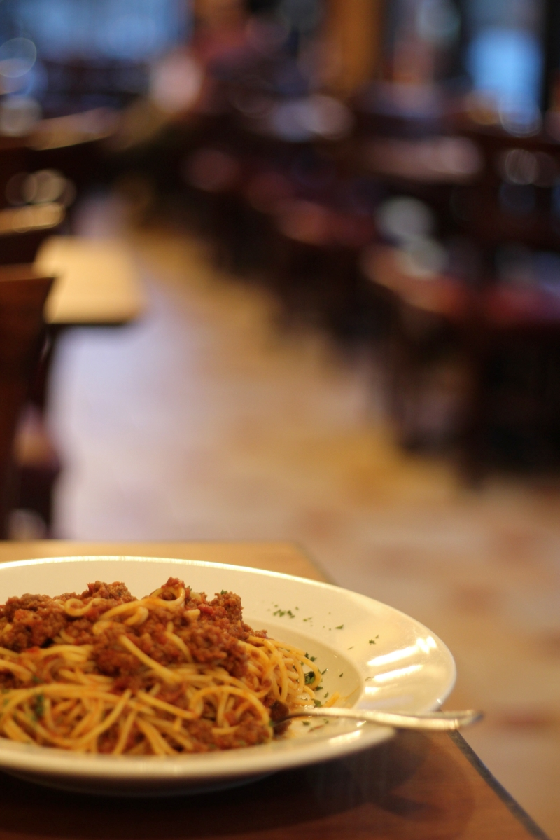 Gennifer Rose - Spaghetti Bolognese at Clarks in Brooklyn Heights