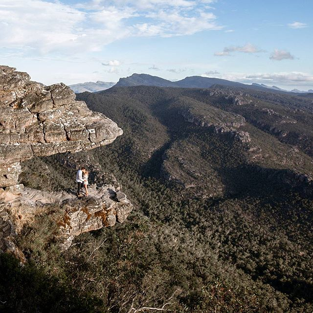 I love the Grampians and loved Courtney and Sam, was a stunning proposal and backdrop for some exploring! Can't wait to hang out with you both again on another memorable day in December when you say I DO! 🙌💕💍👰🤵 . . . #proposal #marryme #shesaidyes #thisislove #theknot #fiance #adventure #beautifuldestination #grampiansnationalpark