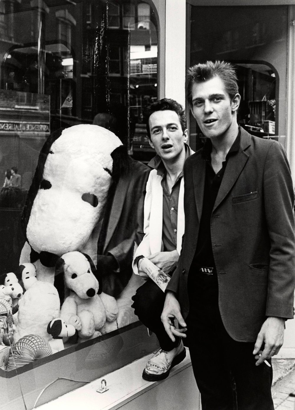 Joe Strummer and Paul Simonon outside a shop in Leicester Square Photo: Virginia Turbett / Getty Images