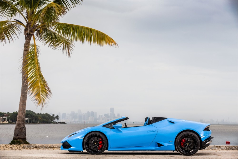 ABOVE: Our lead photo is from the Spyder's media launch, in South Beach. Could any other car pull off Lamborghini's psychedelic color palette?