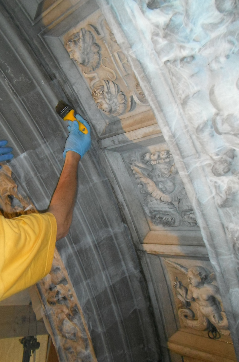 An artisan at work, restoring the hall of the Scuola Grande di San Rocco. Image by Monica Vial and Renzo Benedetti.