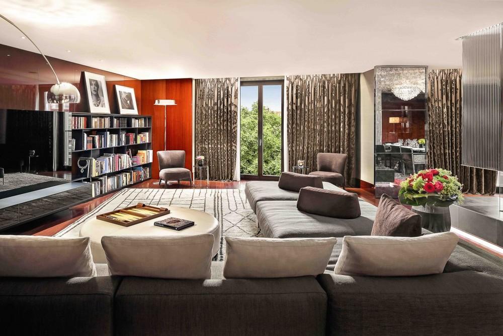 Suite at Bulgari Hotel London (photo credit: Bulgari Hotel)