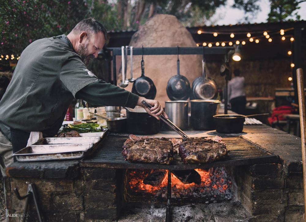 Drew Deckman in his open kitchen Source: Deckman's en el Mogor