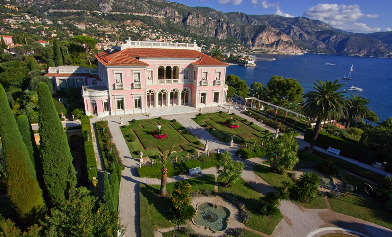 Another of the most spectacular houses in Cap Ferrat neighboring the Cedars, the villa was built by the Baroness Beatrice Ephrussi de Rothschild who bequeathed it to the Académie des Beaux-Arts. Photo: Villa Ephrussi