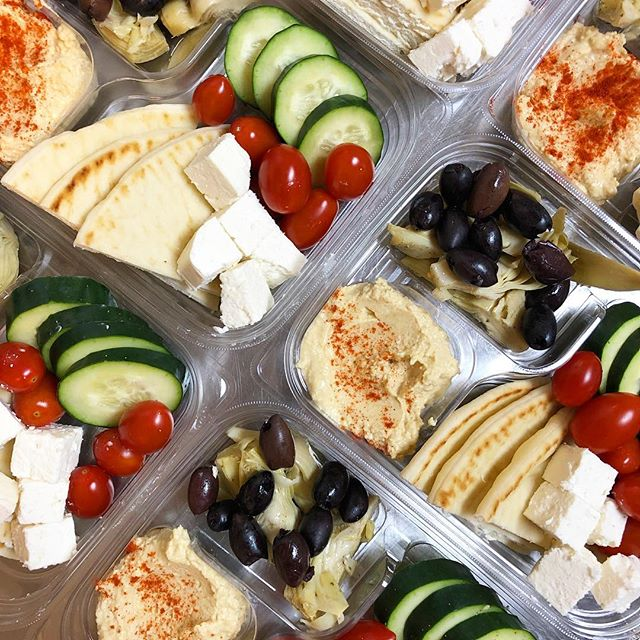 Snack smart this year with our Hummus & Veggie Snack Tray! 😋 * * * * * #foodefresh #foodecafe #foodevanwa #discovervanusa #vanwa #foodecafecatering #foodemadewithlove
