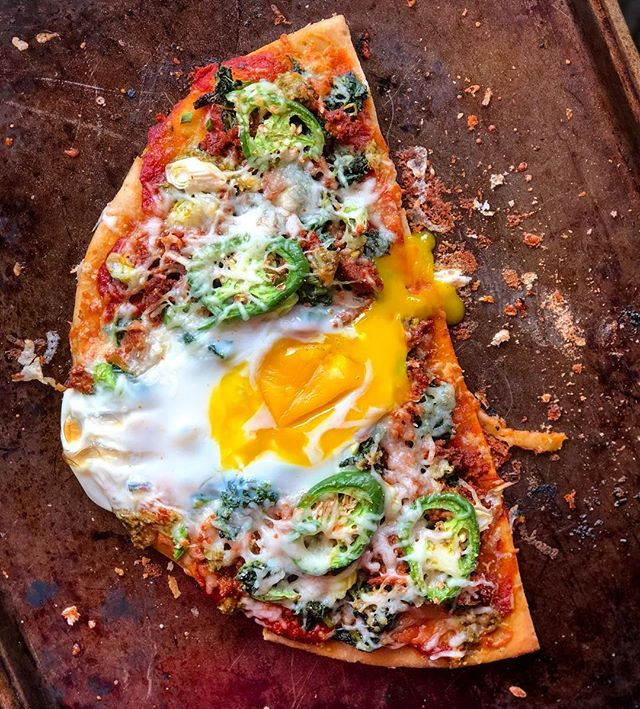 When you want pizza for your first meal of the day, you throw an egg on it and call it brunch 👏🏼🍳 Threw this together quickly after my workout this morning! In my freezer I had half of a @traderjoes gluten free pizza crust, frozen @diestelturkey turkey chorizo and spinach. I paired all those ingredients with the pizza sauce, pesto, low fat cheese, jalapeño and green onions I had in the fridge and called it a pizza! Threw an egg on top before it went into the oven just for good measure 👍🏼 #myengineerednutrition #yolkporn #postworkoutmeal #f52grams