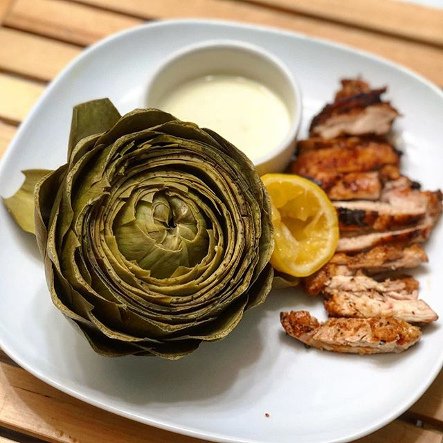 Is there anything better than a big 'ol steamed artichoke? Answer: NOPE. Found another awesome perk of the pressure cooker tonight - makes a steamed artichoke in no time! Paired this with a quick garlic lemon aioli (made with @sirkensingtons mayo) and cast iron skillet chicken thighs 👏🏼 Easy peasy Monday night dinner, FTW. #myengineerednutrition #artichoke #lowcarb #keto