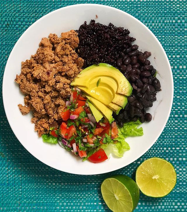 Turkey Taco Bowls 🌮👏🏼 • I've been eating this for lunches a few days this week and they are SO delicious. Let's break it down! • To start: get your rice going before making the rest! I used Forbidden Rice and it was SO good in this. It has an extra nutty and hearty flavor. Use whatever rice you want. • For the pico de gallo: Roma tomatoes, red onion, garlic, cilantro, lime and salt. Chop, squeeze, mix - viola! • For the turkey: I used 93/7 ground turkey. First, I sautéed about a 1/2 c of red onion with ~2 tsp olive oil in a pan, then added 2 lb of turkey meat to brown up. As it was about half way through browning I added my homemade taco seasoning (you could follow the carnitas spice blend I have on the blog too!). It consists of chili powder, cumin, granulated garlic, oregano, ancho chili powder and salt. After it is all cooked, set to the side. • Assemble! I threw some lettuce into the bowl as my base, topped with turkey, rice, black beans, pico and avocado. NOMS! 57P 64C 23F #myengineerednutrition #tacobowl #turkeytacos #mealprep