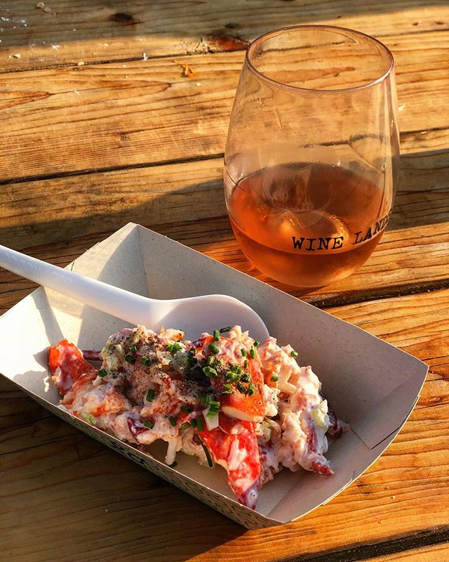 Spending the weekend at @outsidelands which is just as much a food and wine festival as it is a music festival 😍 Lobster from @woodhousefish and a glass of rosé 💃🏼 #myengineerednutrition #lobster #outsidelands
