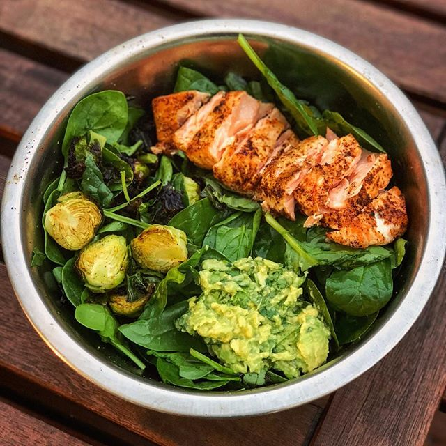While my food blog may have taken a backseat to my real 9-5 engineering gig, you better believe I am still cooking every single day! I've been on a salmon kick lately and I don't hate it. I made this in my @june oven tonight and it's cooked to perfection 👌🏼 Big bowl of spinach tossed with roasted kale and Brussels sprouts, a quick guac (avocado, onion powder, garlic powder, salt, lime, cilantro) and of course, roasted salmon. 🌟 I'm currently in the middle of a 14-day metabolism/digestion reset 🙌🏼 That means NO caffeine, NO alcohol, and eliminating grains, beans & legumes, eggs, nightshades, dairy and nuts. I feel pretty great 7 days into it, I must say! Dinners look something like this - fish of some sort, avocado and lots of greens. Breakfast and lunch are 2 smoothies packed with collagen, pea protein, berries, cucumber, chia and flax seed, sunflower butter, ginger and cashew milk. Snacks are grapes and sweet potato. I won't lie, I think I miss my coffee the most. 🌟 (Shameless plug for this awesome oven! My cousin is one of the design engineers 🤓) #myengineerednutrition #juneoven #salmon #lowcarb