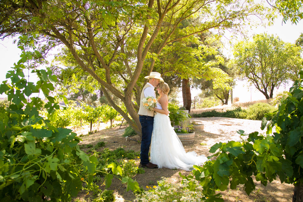 Paso Robles Wedding Photographer Stillwaters Vineyard 069.jpg