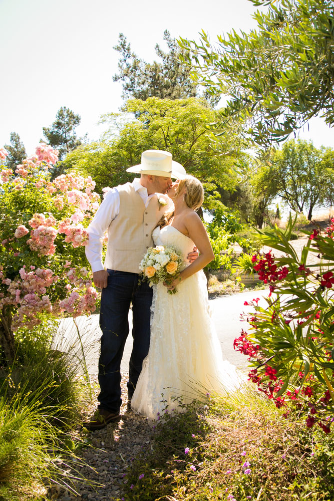 Paso Robles Wedding Photographer Stillwaters Vineyard 078.jpg