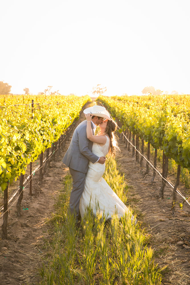 Paso Robles Wedding Photographer Rava Vines145.jpg