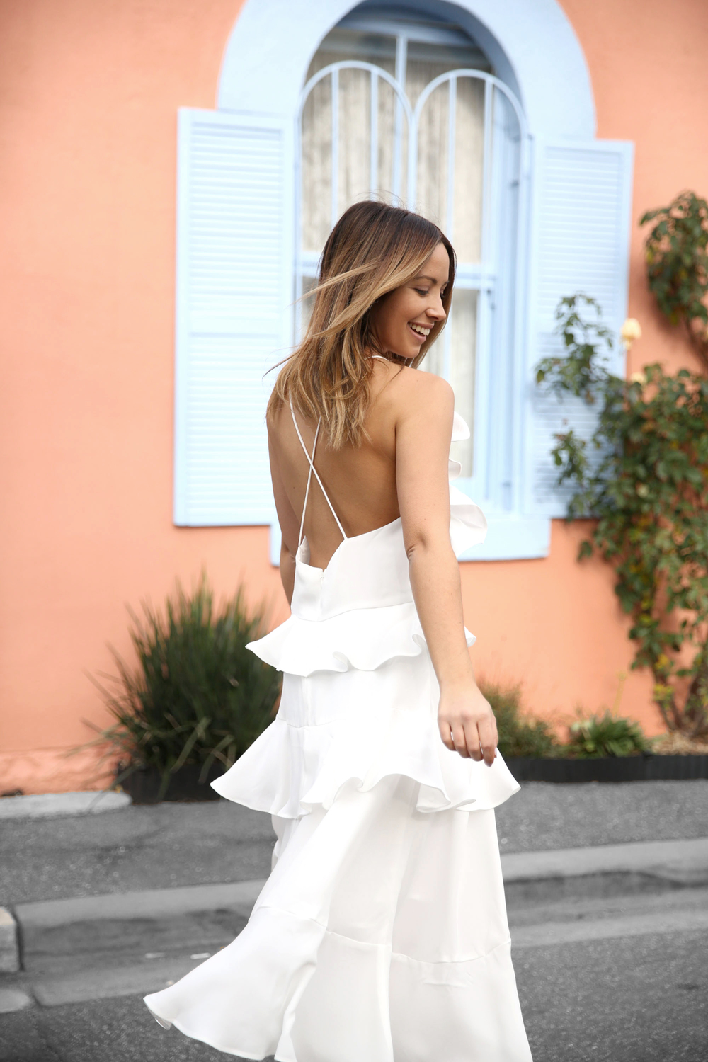 FriendInFashion_WhiteDress_StreetStyle_Vogue_11.jpg