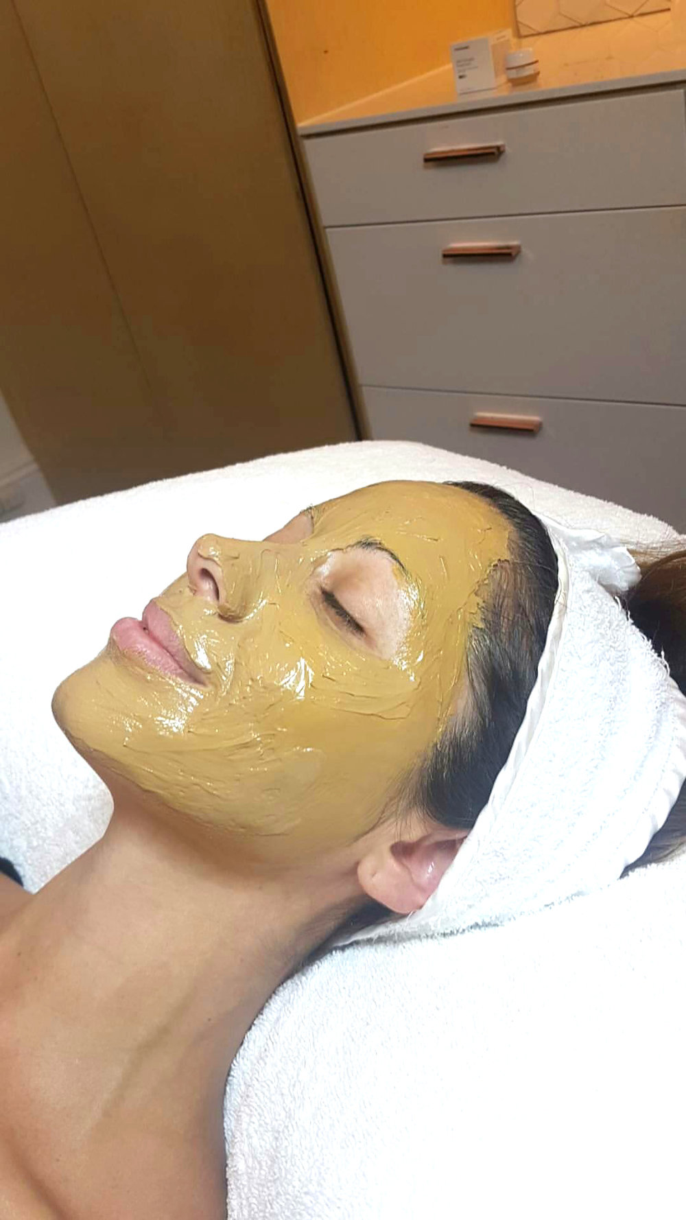 APPLICATION OF THE DERMAMELAN MASK