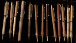Wood lathe for turning pens