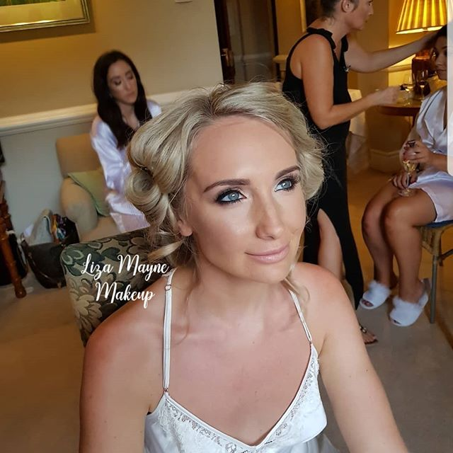 Oh I honestly can't thank you enough! You were absolutely incredible from doing the make up, to helping us translate. Your assistant was wonderful too @lotties.makeup Thank you so so much, you are literally a superstar xxx  Bride//@chloe.kempson Makeup//#lizamua Hair//@bardoumarbella Photograher// @tribeartfilms Venue//@villapadierna Florist//@pedronavarra.co Dress//@martinalianabridal WeddingPlanner// Yasmin @villapadierna Deco//@gorgeous_events_decoration  #makeup #makeupartist #mua #instastyle #marbellaweddings #purewhite #destinationwedding #bridesmaid #wales #smile #pronovias #marbella #bride #makeupartist_worldwide #wakeupandmakeup #beauty #marbellamakeupartist #makeupartistmarbella #bridemaid #bridalhair #bridalideas #bridalinspo #beautiful #love #wedding #hair #potd #elegance #mywedding