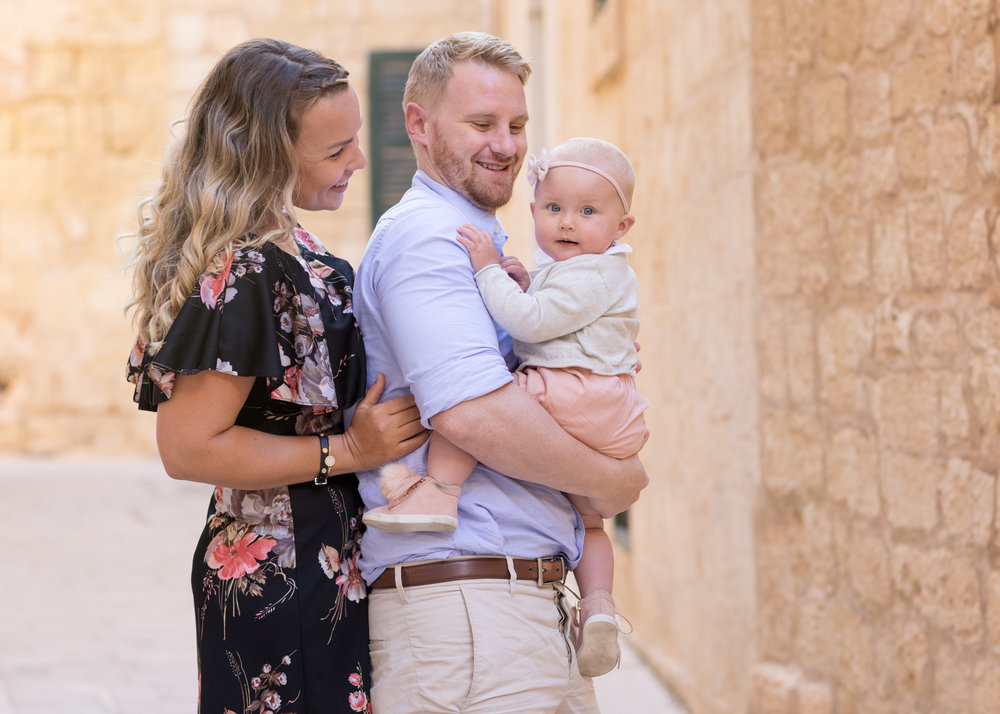 happy family, family photo shoot malta, svensk fotograf malta, portrait photographer malta, best photographer malta, toddler photo shoot