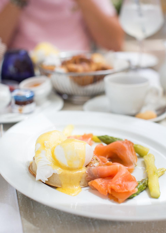 palazzio parisio, malta breakfast, best breakfast malta, high end, family photographer malta, svensk i malta, eggs benedict,