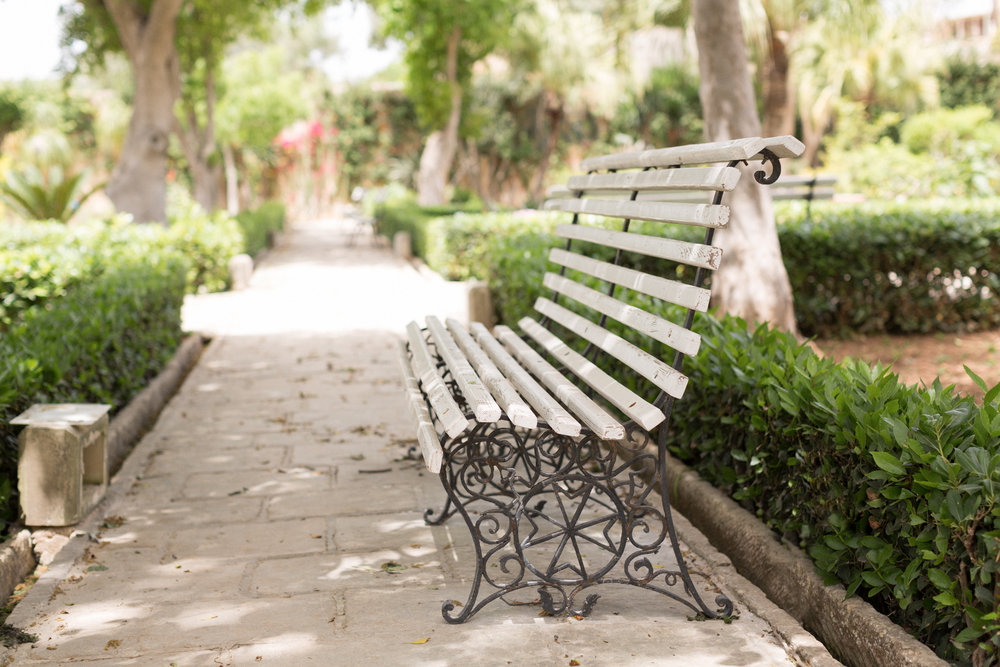 palazzio parisio, malta breakfast, best breakfast, high end, family photographer malta, svensk i malta, naxxar, bench, malta gardens