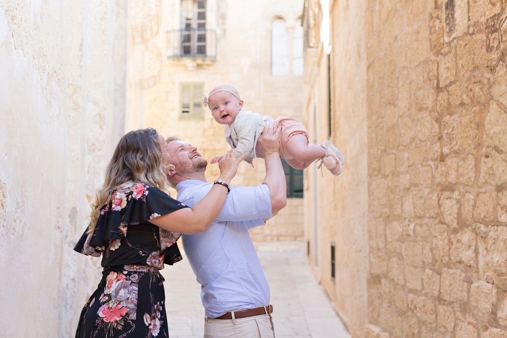 Mdina, Malta photoshoot, family with toddler, relaxed, lovely family session, alleys of Mdina, family photographer Malta, swedish photographer malta