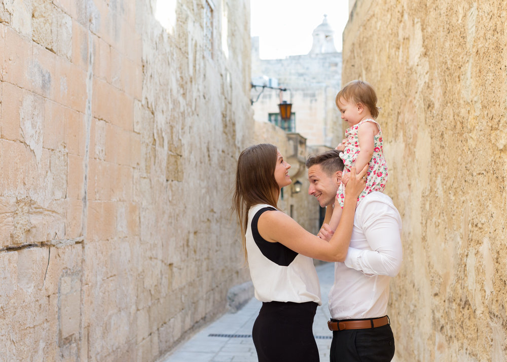 family session in Mdina, family, laughter, connection, alleys of Mdina, historic location, natural light photographer, swedish photographer malta