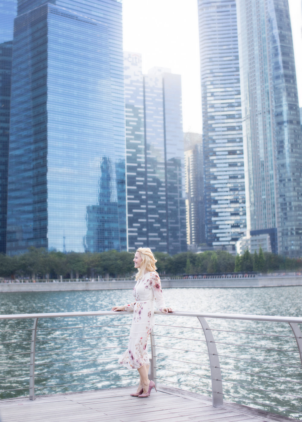 couples-photoshoot-marina bay sands-long-dress-playful-couples-photo-session