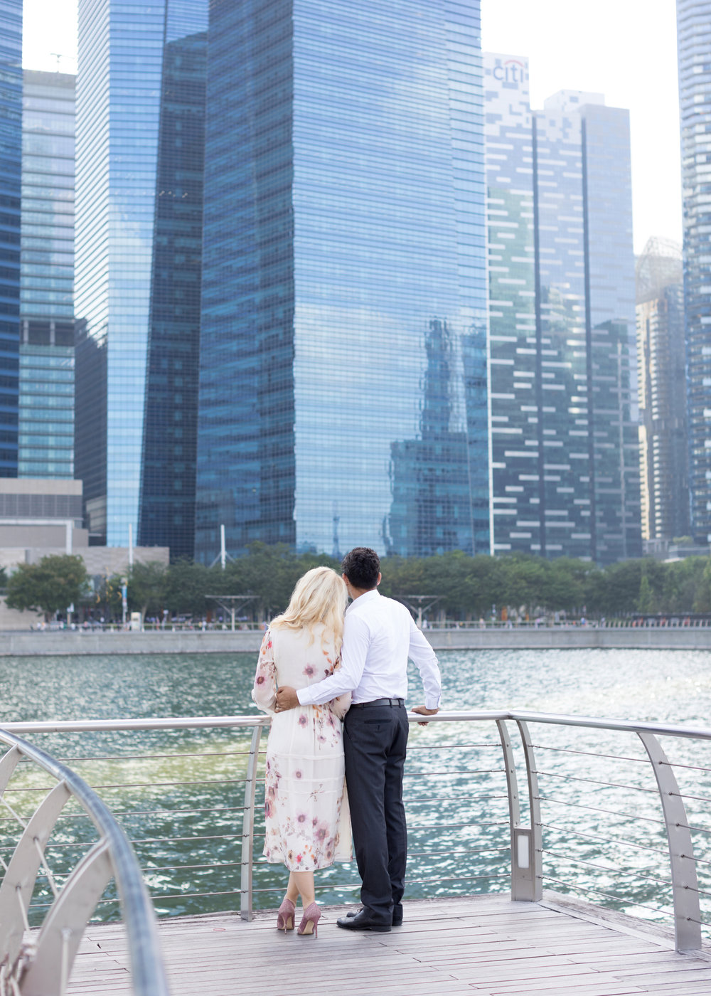 marina-bay-sands- couple-photoshoot-family-photographer-singapore-natural-light-photographer-candid-authentic-svensk-fotograf-singapore