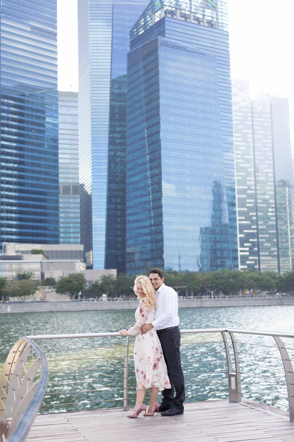 marina-bay-sands- couple-photoshoot-family-photographer-singapore-natural-light-photographer-candid-authentic-svensk-fotograf-singapore best photographer in singapore
