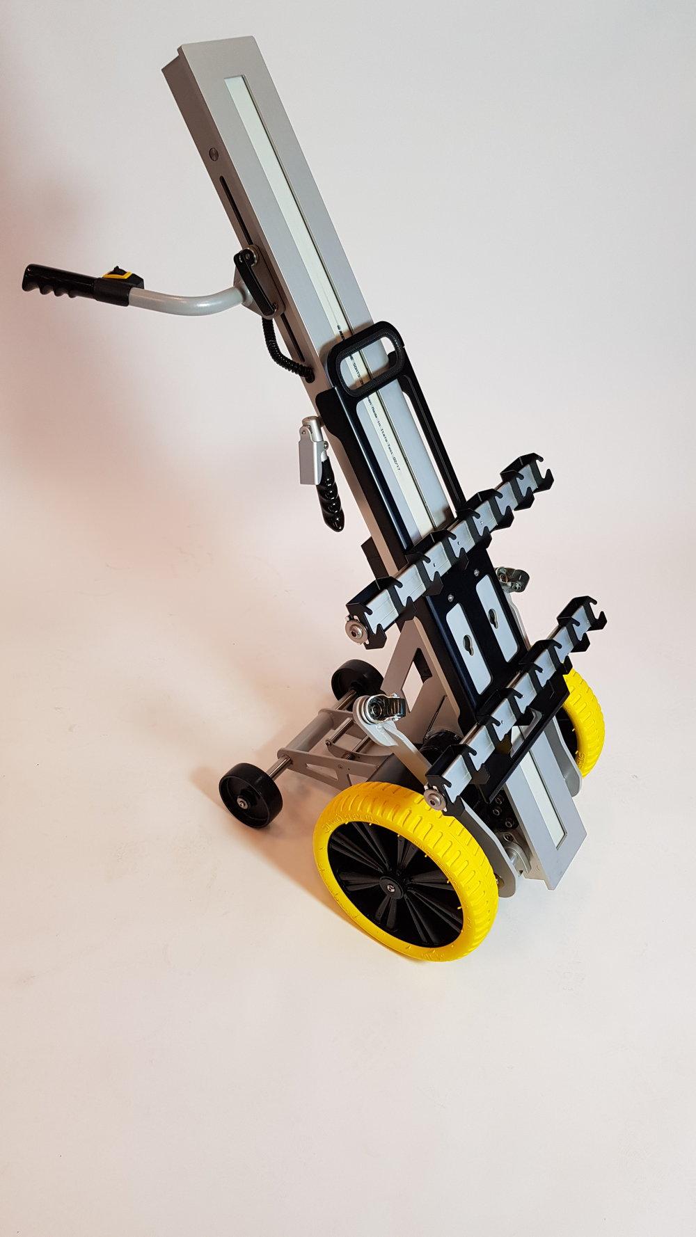 Effektivisering af arbejdsgange - Trolleyen medbringes på udrykningskøretøjerfor effektiv udlægning af brandslanger ogandet udstyr.