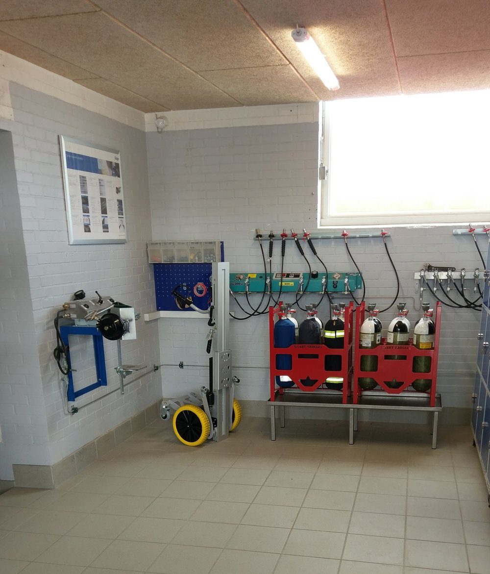 Intern transport - Sønderborg Brand & Redning har investereti en løsning til transport og håndtering af røgdykkerflasker på stationen.