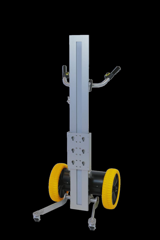 SMART TROLLEY - Smart Trolley er bygget i højstyrke aluminium. Den har en elektrisk drevlinje, som muliggør terrænkørsel med op til 120 kg. Ved hjælp af det elektriske løft kan gods løftes op i 1 meters højde. Funktionerne er trinløs i hastighed og varieres med joystick for optimal justering.Mekanikken er støjsvag og belaster dermed ikke arbejdsmiljøet.Med dens elektriske funktioner og ergonomi effektiviserer Smart Trolley brugerens arbejdsgang grundet lettere håndtering af godset.Hjulene på Smart Trolley er afsmitnings- og punkterfrie og velegnet til ujævn og ubefæstet underlag.Trolleyen er konstrueret så alle medarbejdere må anvende den efter en kort introduktion.Den kan anvendes overalt og til mange forskelligartede opgaver, hvor besværlige og tunge løft er en del af arbejdsdagen.Batteriet er aftageligt og dimensioneret til en arbejdsdag. Værktøj kan hurtigt udskiftes så det passer til opgaven. Dette giver Smart Trolley en lang driftstid og stor fleksibilitet i arbejdsopgaverne.