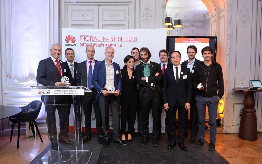 les lauréats Digital IN-Pulse, en presence du Président du Jury, Cédric Villani, et le president Europe des affaires publiques, Victor Zhang