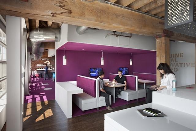 """Imagem do escritório da Adobe, empresa que """"aboliu"""" sua prática de avaliação de performance"""