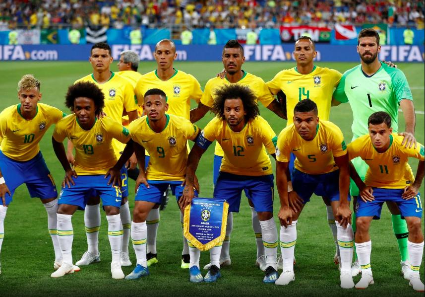 Seleção brasileira antes do início do jogo contra a Suíca na Copa 2018. Damir Sagolj/Reuters