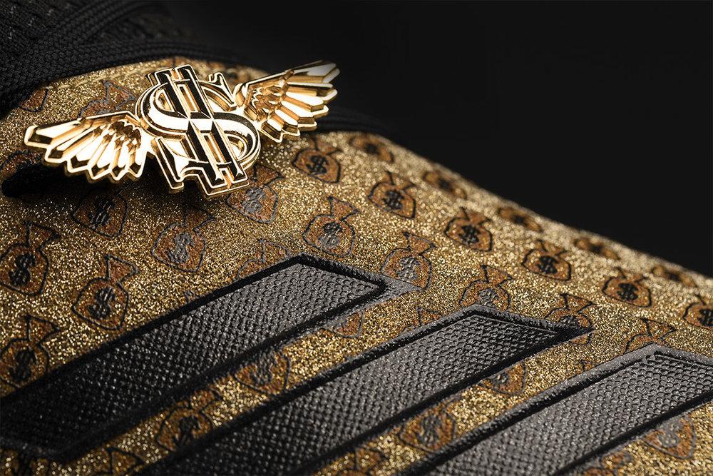 adiMoji_Snoop Money Bag_2.jpg