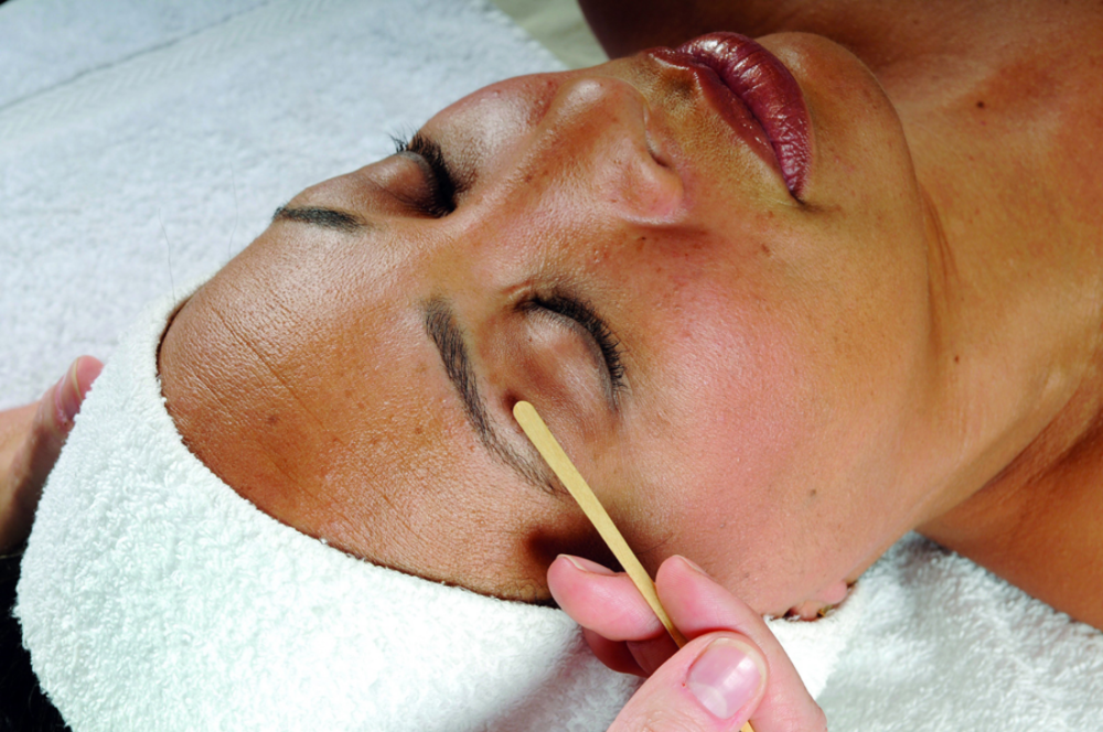 Expert Eyebrow waxing at Renew Botanicals