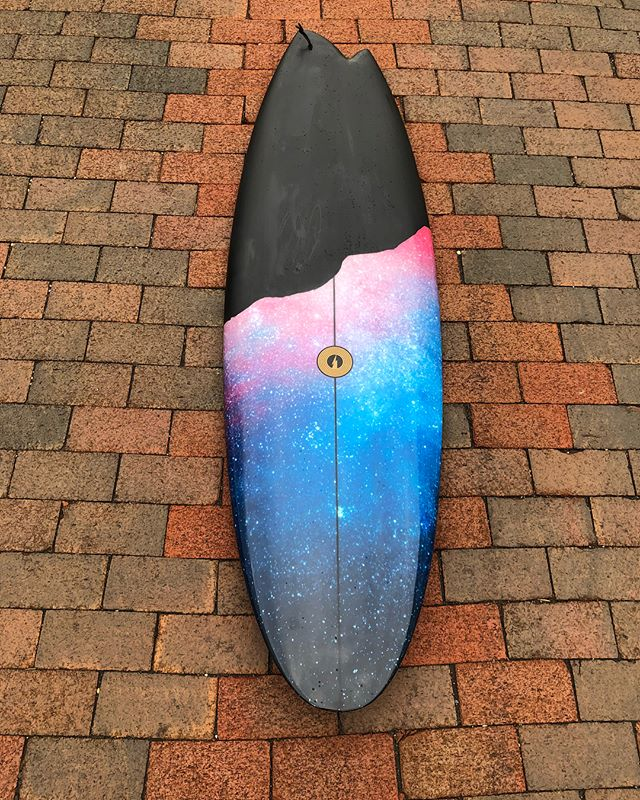 "I took my new 5'6"" Disasym by @albumatt out for an initial surf on Sunday and the love is real. 🖤💙💜🖤 Scroll through for some great pics and a few mediocre #kookselfie vids. This was shaped by @albumatt and glassed by @lightsoutglassing with a galactic print on the cloth by @boardlams I paired it with an @akila_aipa Twin on the toe side and @tyler_warren twins on my heel side. Yesterday was knee to waist with very little push behind it. I can imagine this thing going bonkers on a better than waist high day or even a smaller day where the waves have more push behind them. Thanks again @albumatt and @millenniumfoam for this gem!! 💎🙌🏼 #albumatt #albumsurfboards #albumsurf #millenniumfoam #lightsoutglassing #resinart #surfboard #ronsquiver #belowaveragejoe"